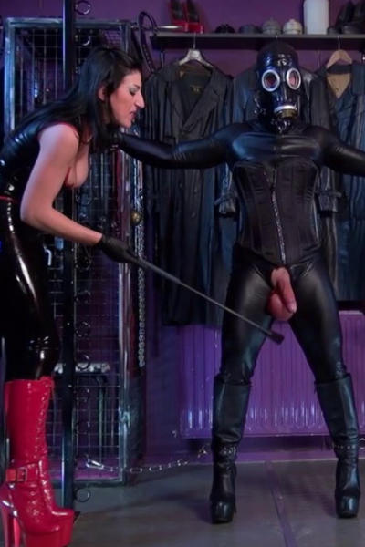 Lady SABRINA waging the tail of the slave