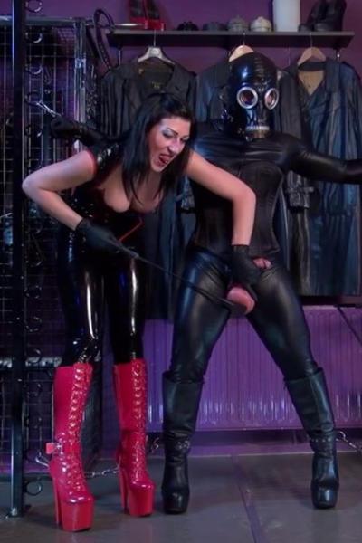 Latex Lady SABRINA spanking balls