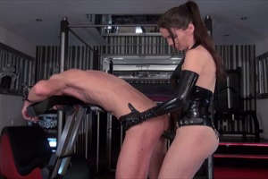 Mistress Susi in anal fucking action clip